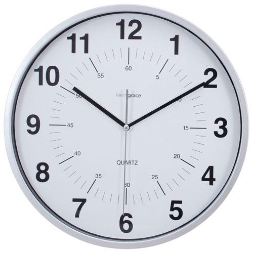 Horloge murale analogique silencieuse Synchro de Kiera Grace - Argenté