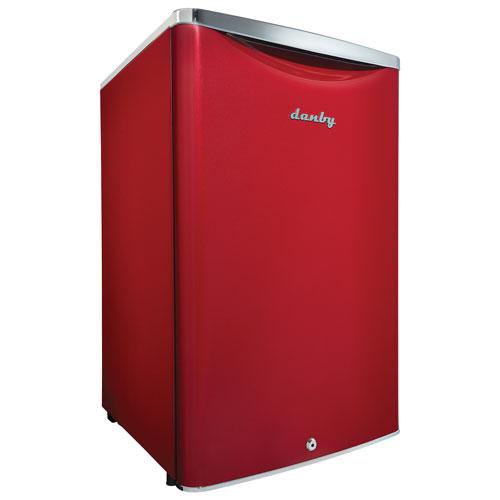 danby contemporary classic 4 4 cu ft freestanding bar fridge dar044a6ldb red mini. Black Bedroom Furniture Sets. Home Design Ideas