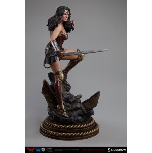 Batman v Superman: Dawn of Justice 20 Inch Statue Figure Premium Format - Wonder Woman Sideshow 300400