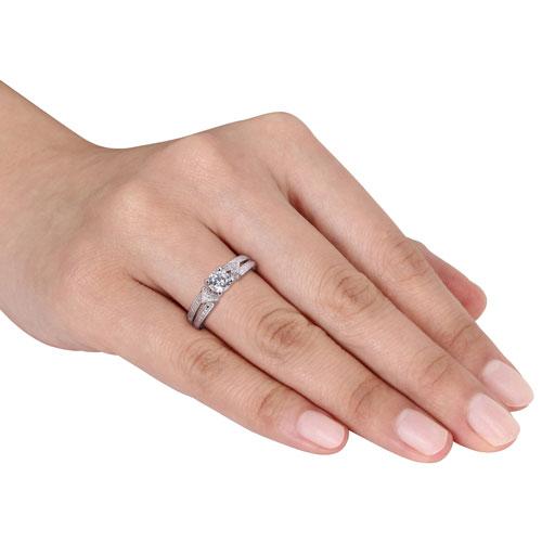 Bague à anneau séparé en argent sterling à diamants blancs 0,056 ct et saphir blanc synthétique - 7